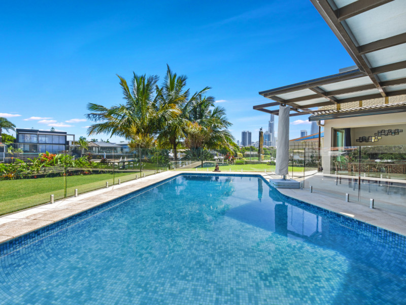 11 Via Roma, Isle Of Capri Qld 4217