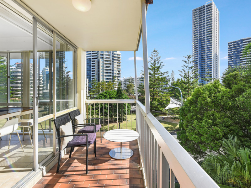 11 / 2 Federation Avenue, Broadbeach Qld 4218