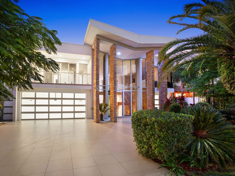 3027 The Boulevarde, Benowa Qld 4217