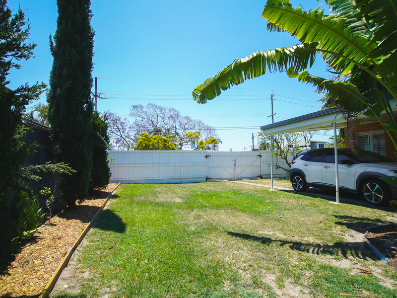 64 T E Peters Drive, Broadbeach Waters Qld 4218