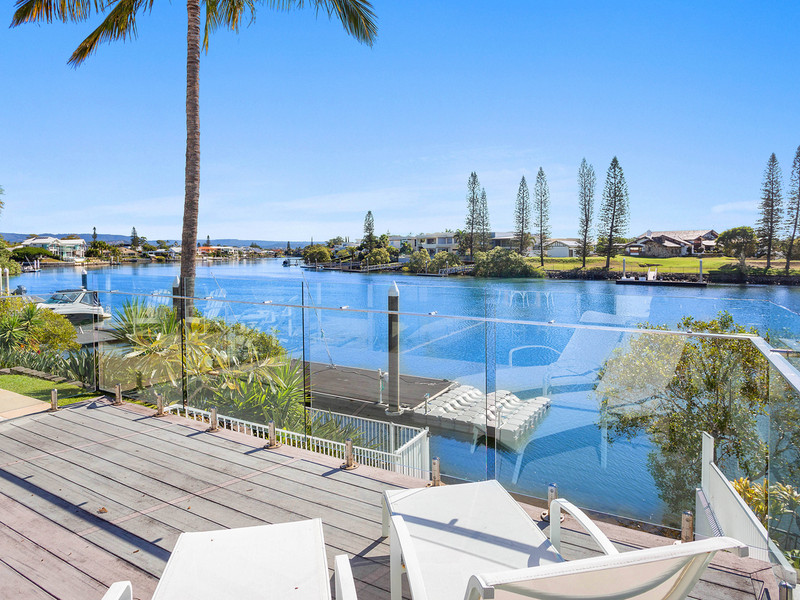 25 Ipsley Drive, Broadbeach Waters Qld 4218