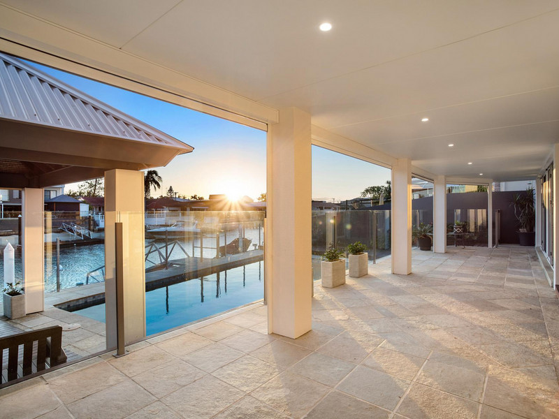 10 The Lido, Isle Of Capri Qld 4217