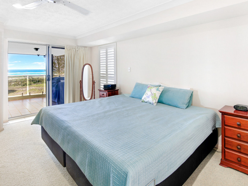 2 / 104 Pacific Parade, Bilinga Qld 4225