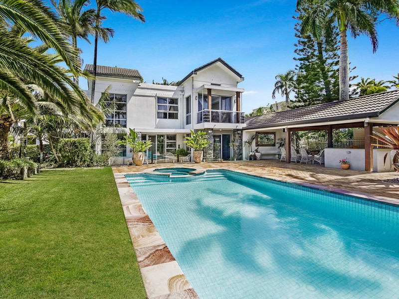6257 Broken Hills Drive, Hope Island Qld 4212