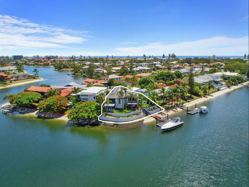 30 Bight Court, Mermaid Waters Qld 4218