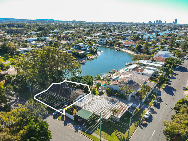 15 Kalimna Drive, Broadbeach Waters Qld 4218