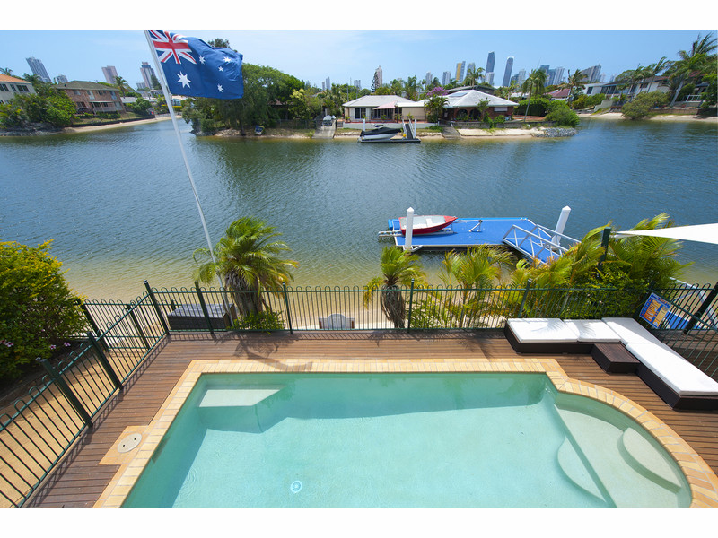 17 Monte Vista Court, Broadbeach Waters Qld 4218