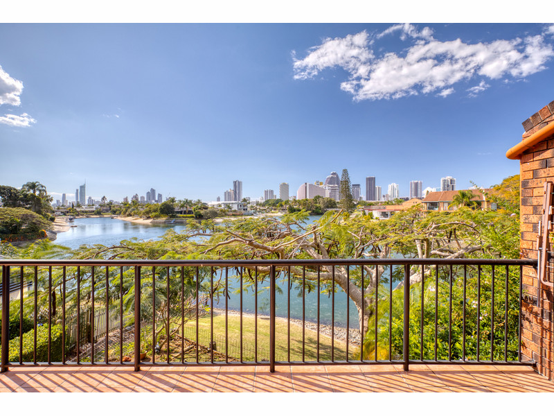 4 / 47 Hooker Boulevard, Broadbeach Waters Qld 4218