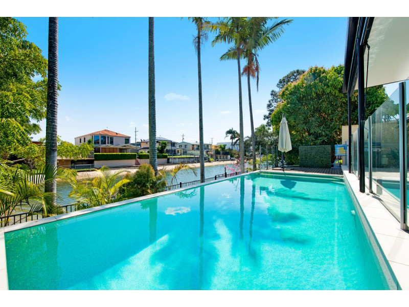 1 Lotus Key, Broadbeach Waters Qld 4218