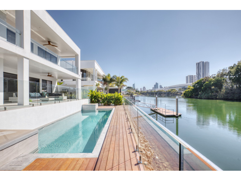 10 Lakeland Key, Broadbeach Waters Qld 4218