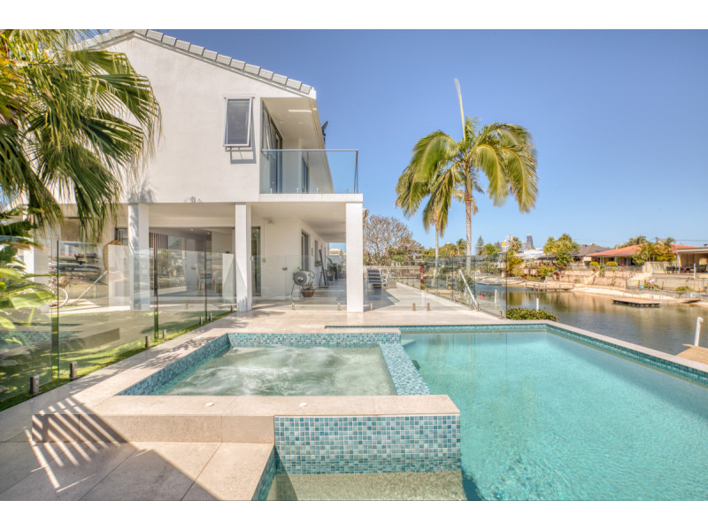 14 Bahia Court, Broadbeach Waters Qld 4218