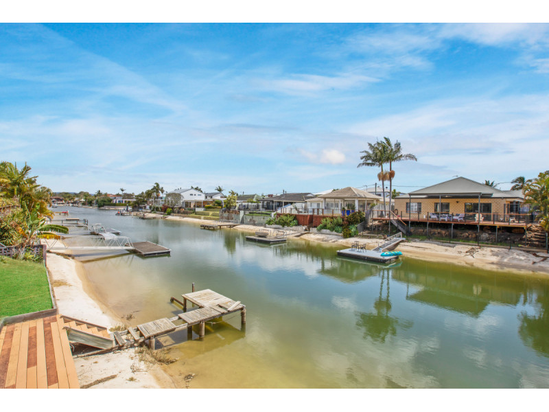 1 Carmel Court, Broadbeach Waters Qld 4218