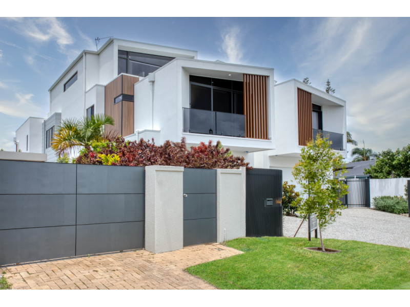 1 / 11 Beverley Crescent, Broadbeach Waters Qld 4218