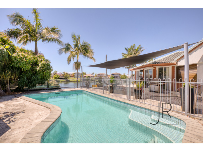 59 Montevideo Drive, Clear Island Waters Qld 4226