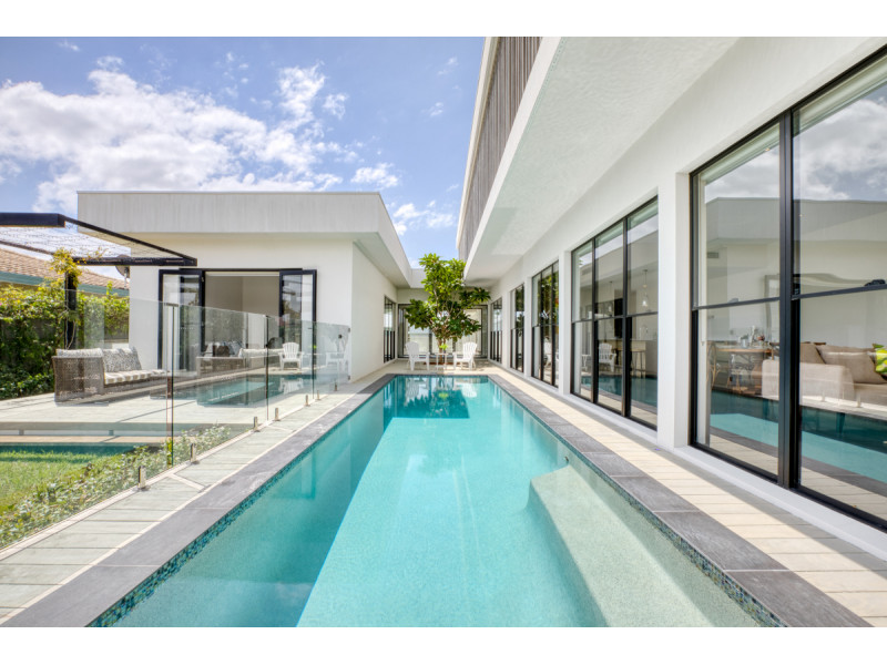 20 Park Avenue, Broadbeach Waters Qld 4218