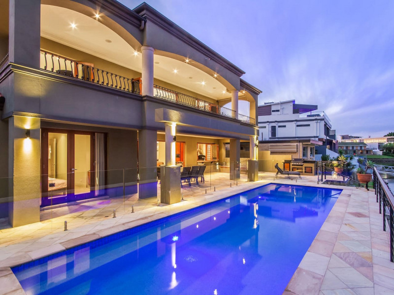 16 Lakeland Key, Broadbeach Waters Qld 4218