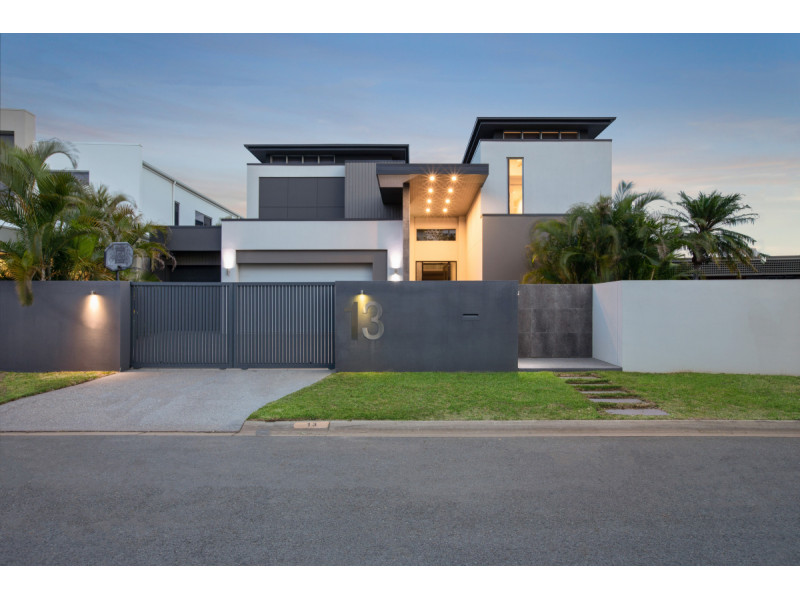13 Sheridan Park Avenue, Broadbeach Waters Qld 4218