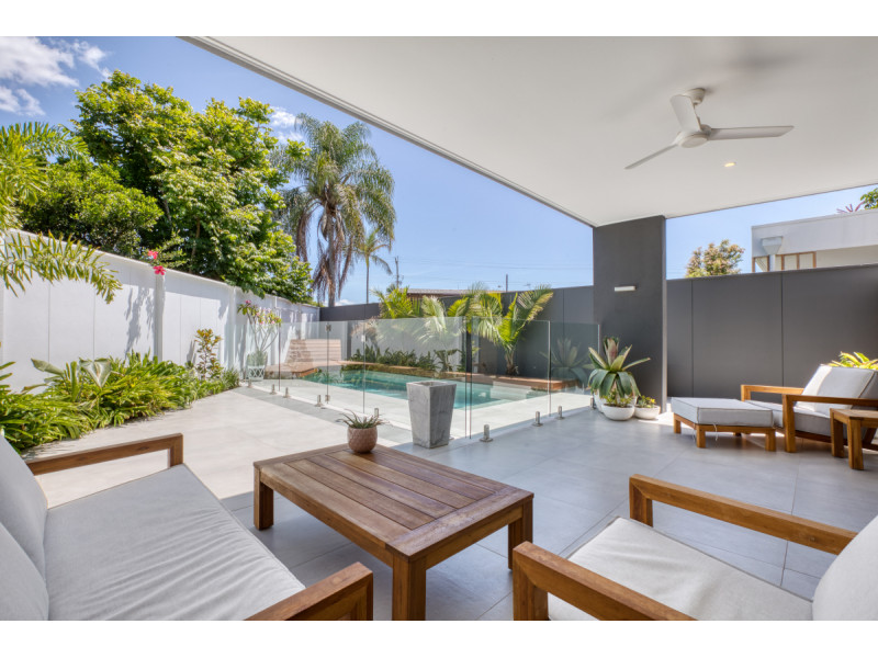 16a Chant Street, Broadbeach Waters Qld 4218