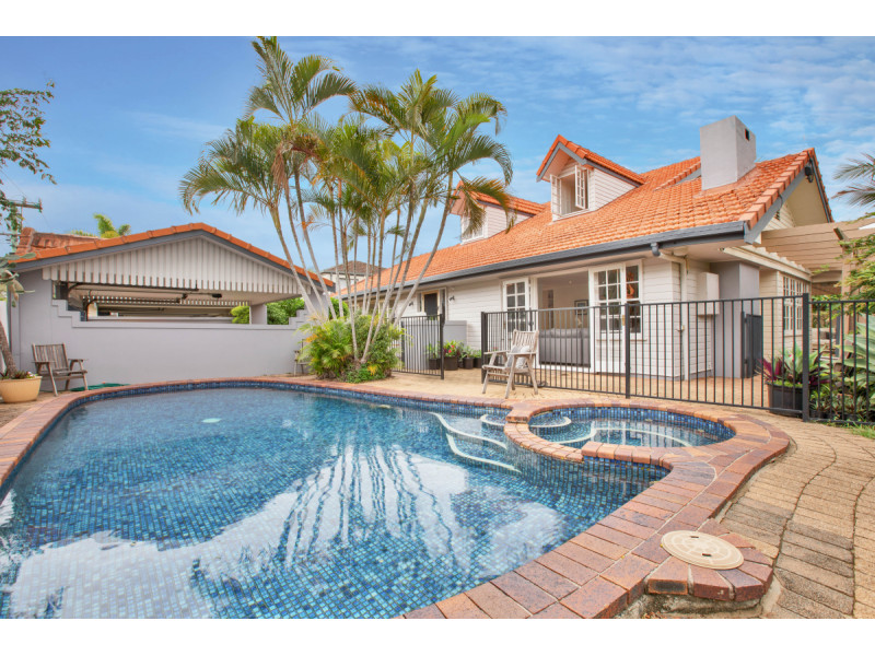 53 Savoy Drive, Broadbeach Waters Qld 4218