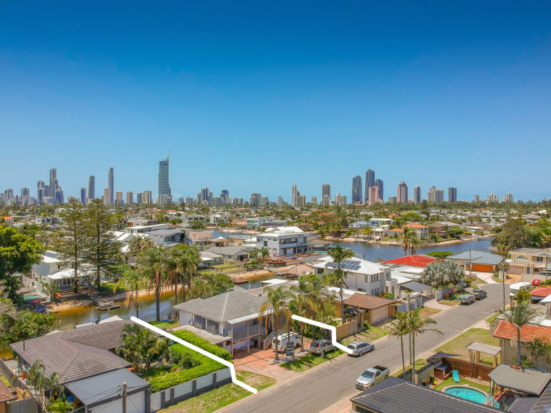 5 Monte Vista Court, Broadbeach Waters Qld 4218