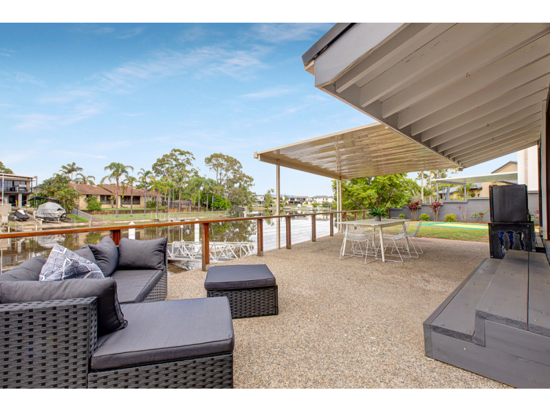 34 Conifer Crescent, Broadbeach Waters Qld 4218