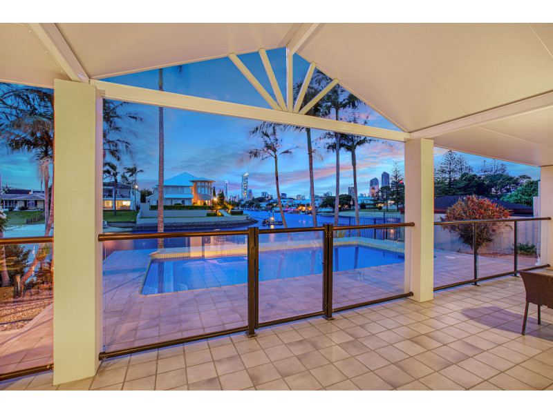51 Beverley Crescent, Broadbeach Waters Qld 4218