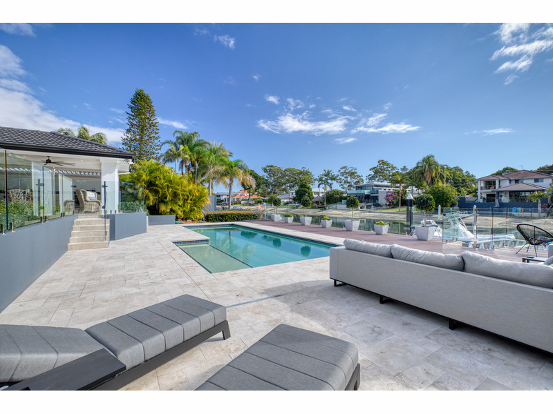 15 Park Avenue, Broadbeach Waters Qld 4218