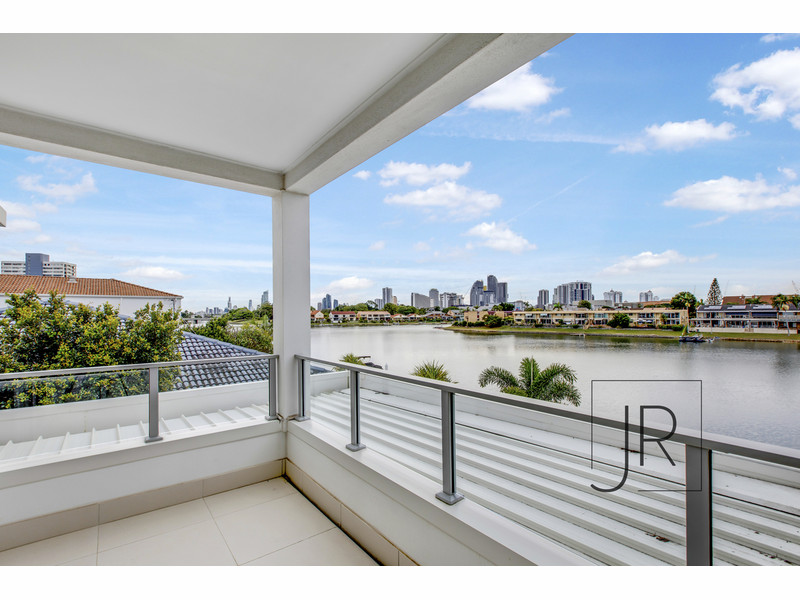 42a Sailaway Street, Mermaid Waters Qld 4218