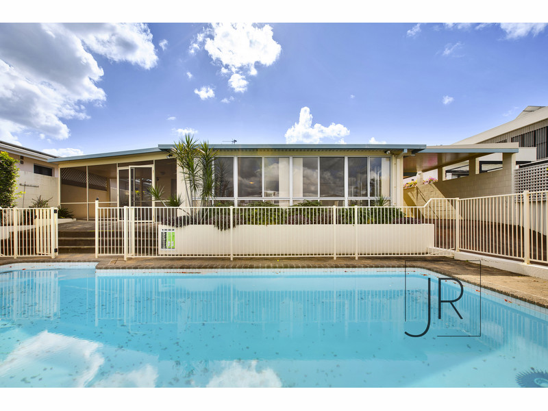 22 Park Avenue, Broadbeach Waters Qld 4218
