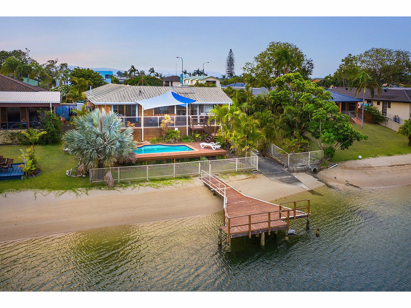 210 Sunshine Boulevard, Mermaid Waters Qld 4218