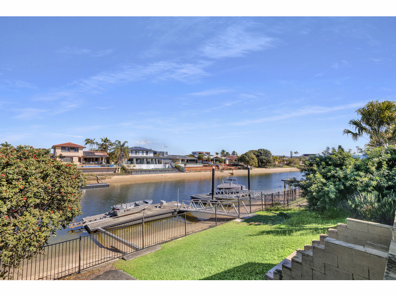 8 Coobowie Street, Broadbeach Waters Qld 4218