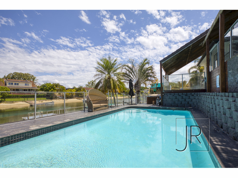 12 Namatjira Court, Broadbeach Waters Qld 4218