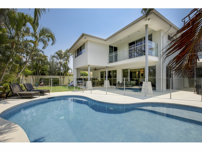 7 Koomooloo Court, Mermaid Waters Qld 4218
