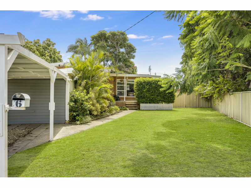 6 Lakeside Avenue, Broadbeach Waters Qld 4218
