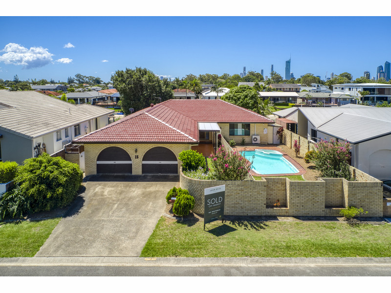15 Delungra Street, Broadbeach Waters Qld 4218