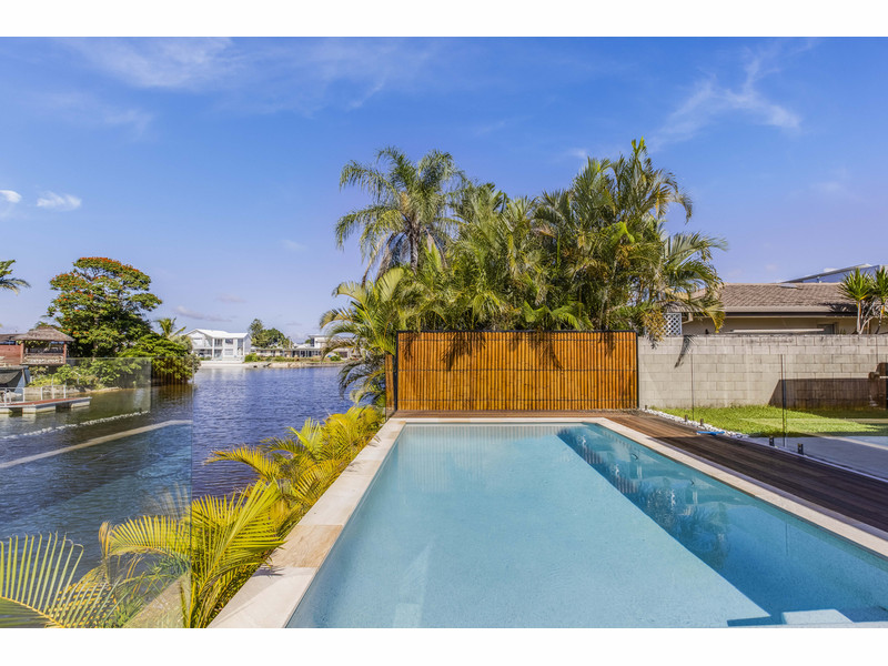 12 Mexicali Court, Broadbeach Waters Qld 4218