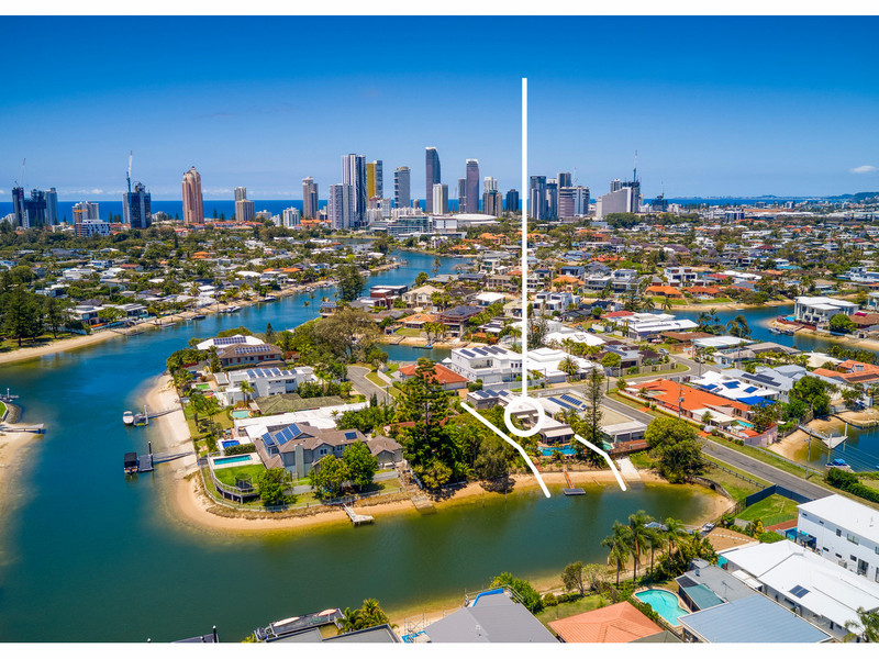 39 Beverley Crescent, Broadbeach Waters Qld 4218