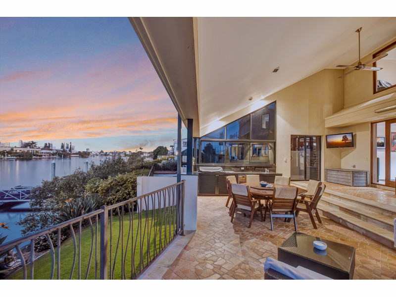 43 Conifer Crescent, Broadbeach Waters Qld 4218