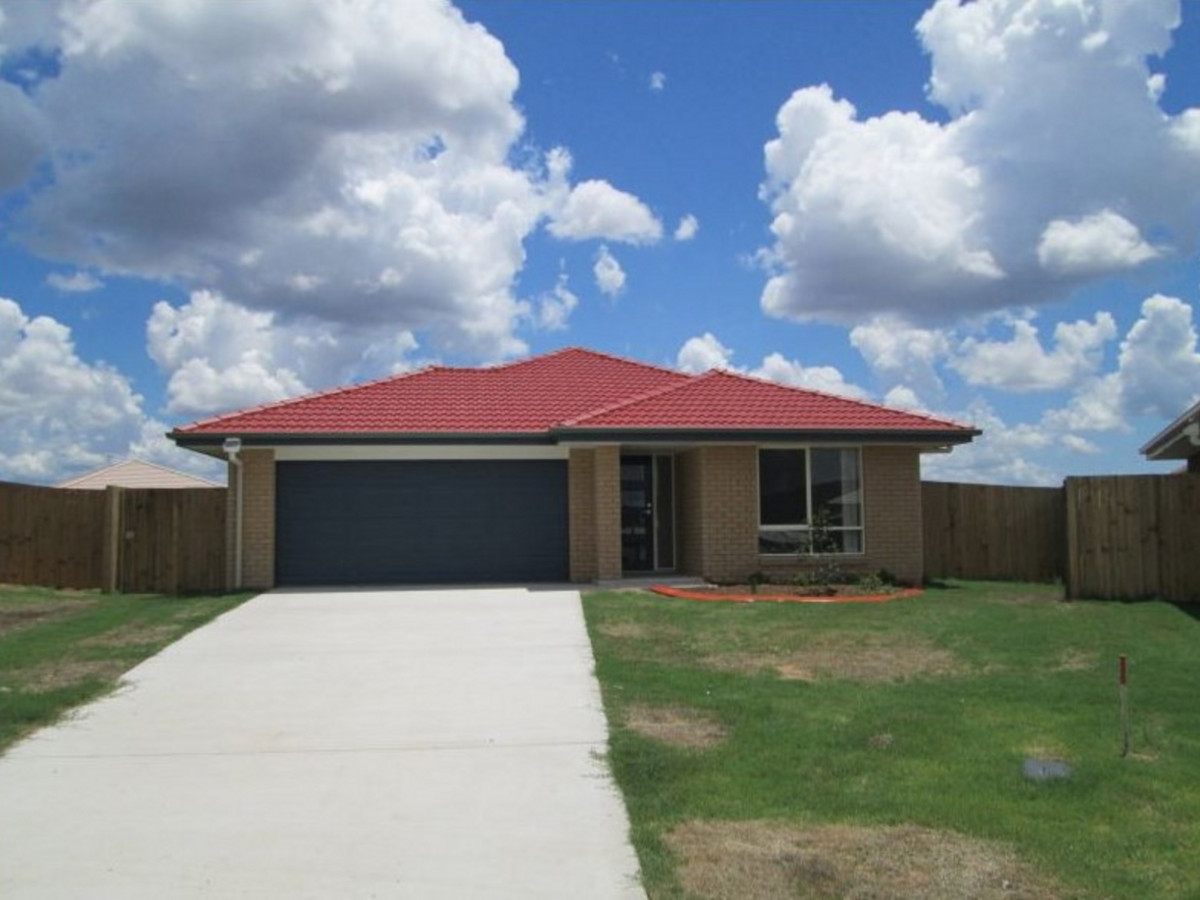 4 Bedroom Home Large Fenced Yard