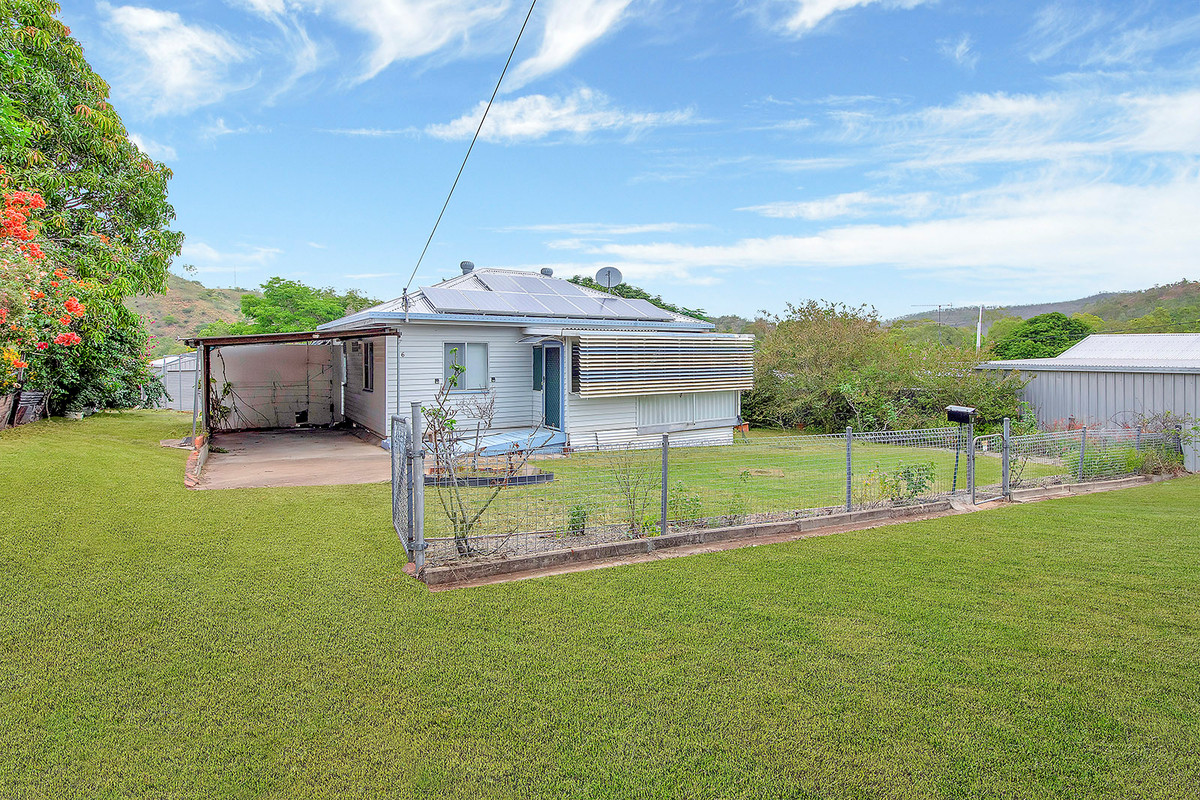 Home for Entertaining - 2 Bay Shed - 1190m2 Block