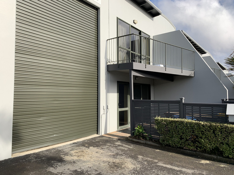 2 / 14 Airborne Road, Rosedale, North Shore City, Auckland 0632