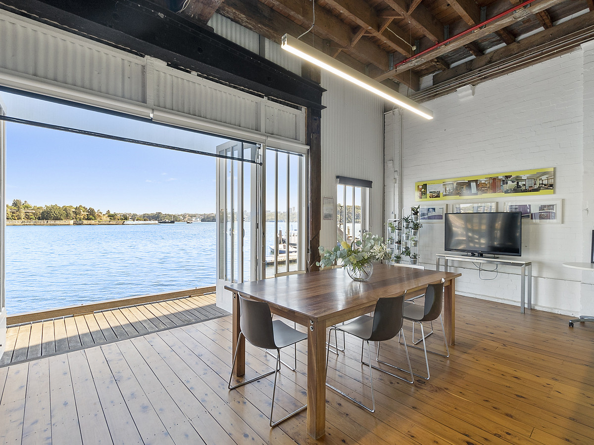 Creative Waterfront Studio with Breath Taking Harbour Views - 4