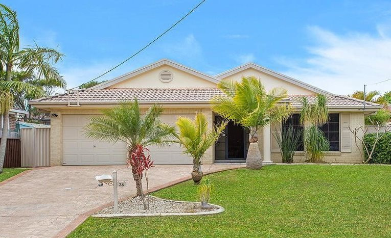 Beautifully presented family home in the popular suburb of Bateau Bay