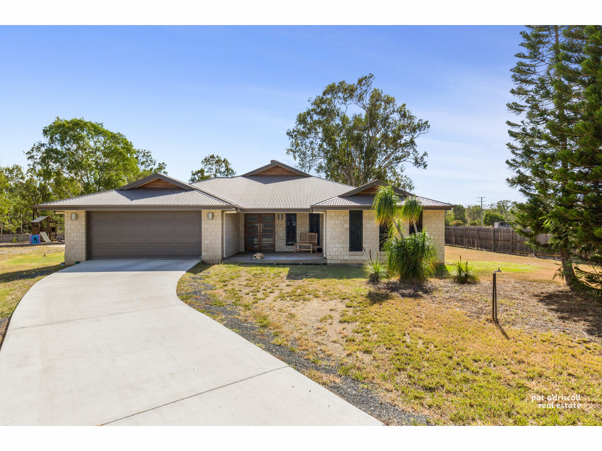 Quiet Cul de Sac living for privacy on a fully fenced acre, Lifestyle plus with this new address...