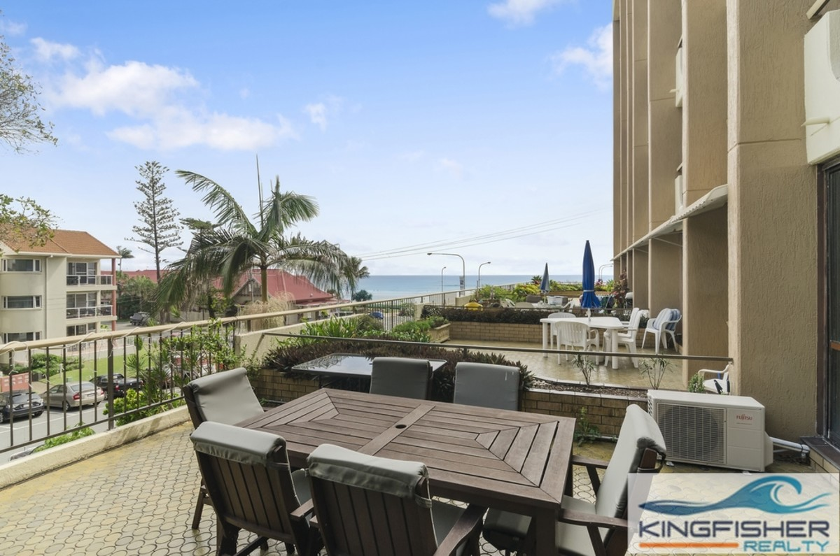 | STYLISH ONE BEDROOM APARTMENT IN KIRRA GARDENS