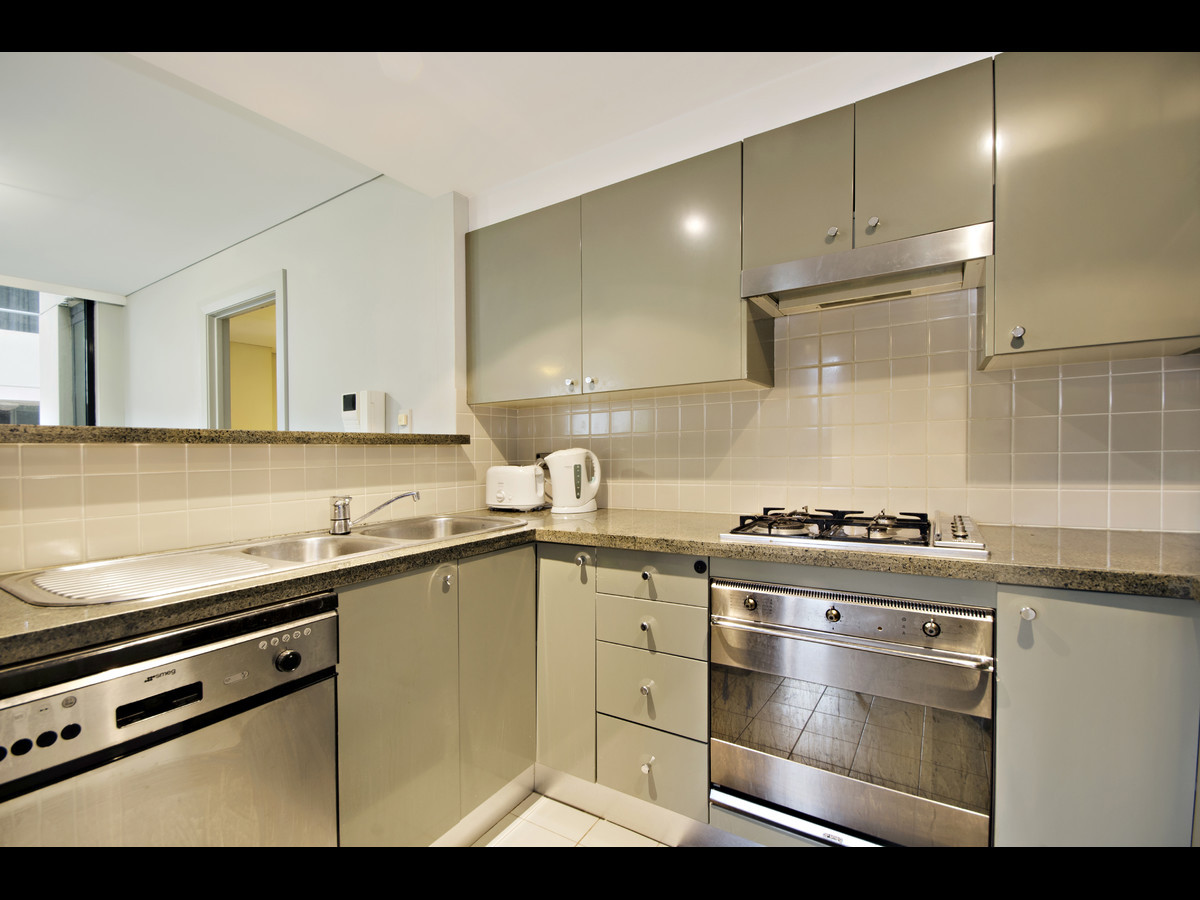 2 bedroom Modern apartment located in the heart of North Sydney