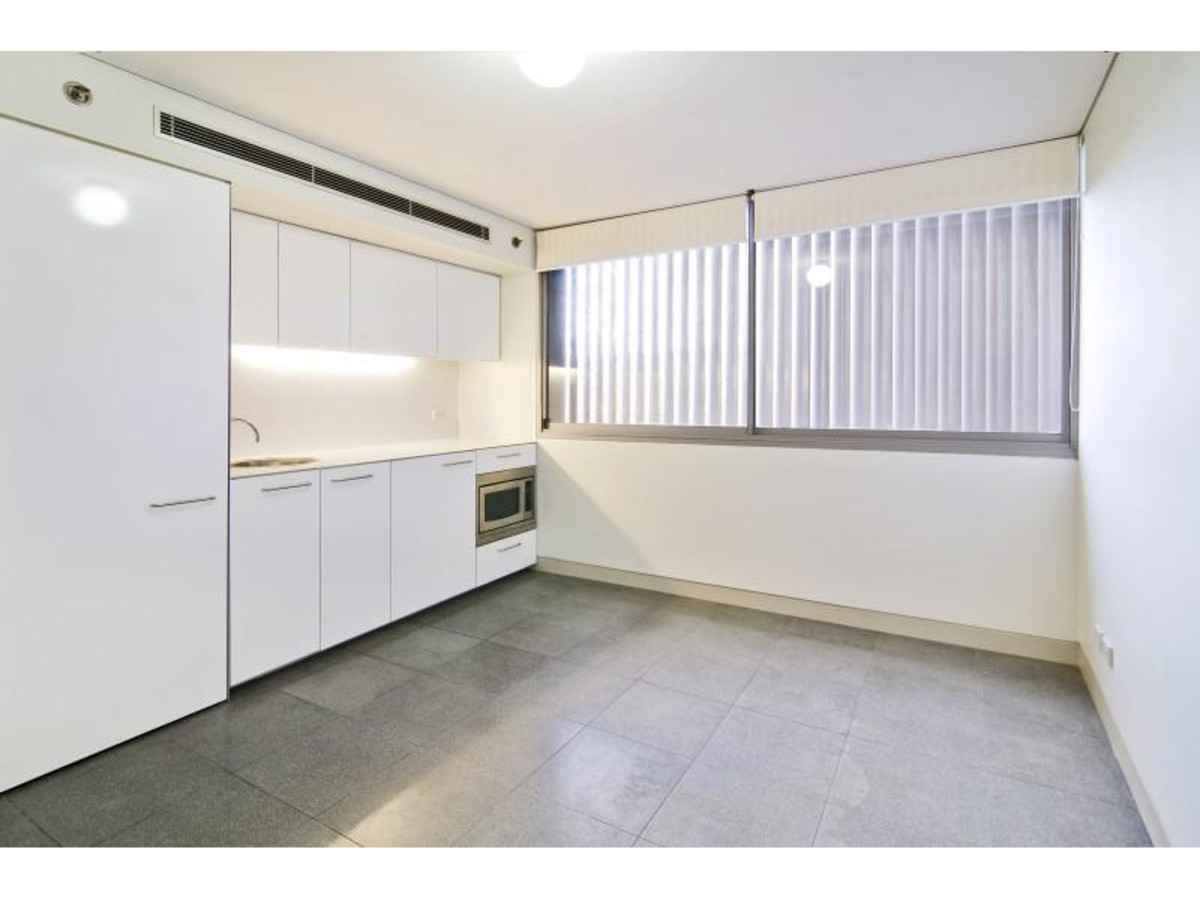 Sleek and Modern One Bedroom - Boutique Security Building With Concierge - Rent Includes Electricty