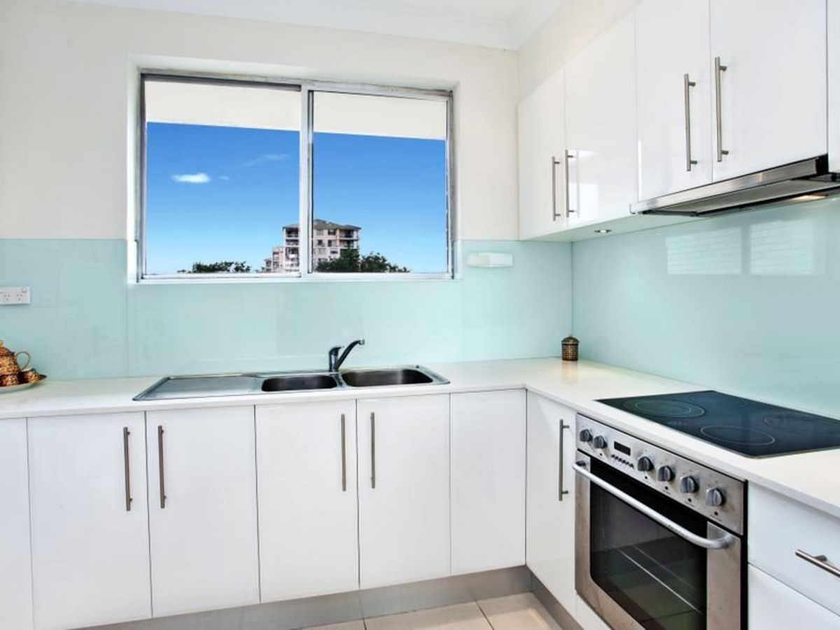 Renovated Top Floor 2 Bedroom Apartment - Close to UNSW