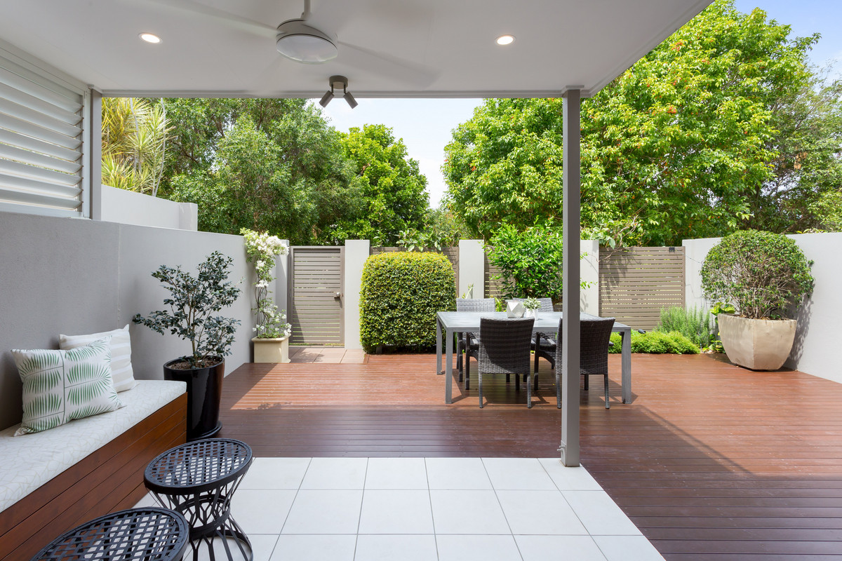Leafy, Tranquil and Multiple Outdoor Areas - a Rare Townhome Indeed!