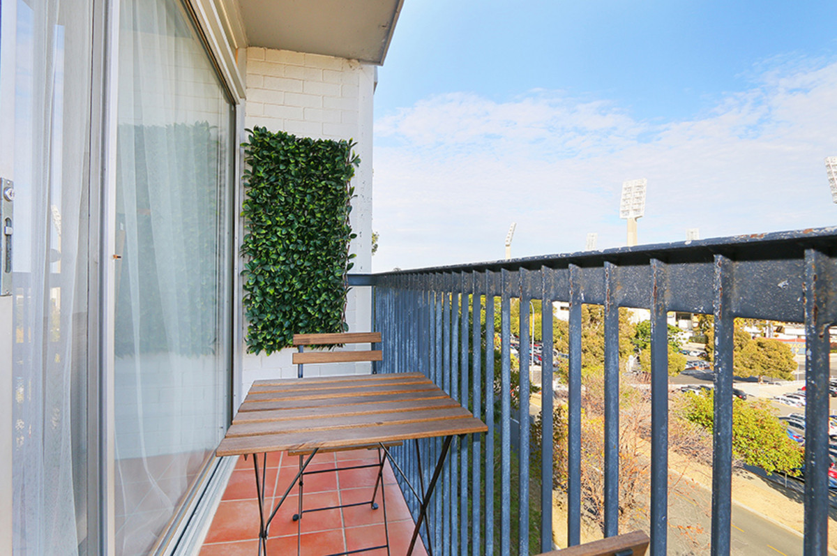 RENOVATED WITH A STUNNING VIEW! - EAST PERTH